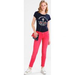Freeman T. Porter ALEXA Jeans Skinny Fit virtual pink. Niebieskie jeansy damskie marki Freeman T. Porter. W wyprzedaży za 341,10 zł.