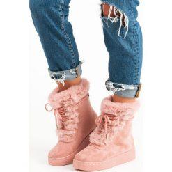 RÓŻOWE WIĄZANE ŚNIEGOWCE. Białe buty zimowe damskie marki Merg. Za 76,90 zł.