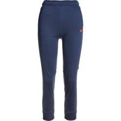 Nike Performance DRY PANT TAPER Spodnie treningowe thunder blue/hyper crimson. Niebieskie spodnie chłopięce marki Nike Performance, z materiału. W wyprzedaży za 135,15 zł.