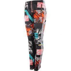 Spodnie sportowe damskie ADIDAS FIREBIRD TRACK PANTS / AJ8451. Szare spodnie sportowe damskie marki adidas Originals, na co dzień, z nadrukiem, z bawełny, casualowe, z okrągłym kołnierzem, proste. Za 79,00 zł.
