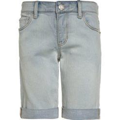 GAP Szorty jeansowe sunfade bleach. Niebieskie spodenki chłopięce GAP, z bawełny. Za 139,00 zł.