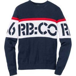 Sweter Regular Fit bonprix ciemnoniebieski. Niebieskie swetry klasyczne męskie bonprix, m, z nadrukiem, z kontrastowym kołnierzykiem. Za 59,99 zł.