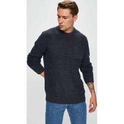 Quiksilver - Sweter. Czarne swetry klasyczne męskie Quiksilver, l, z bawełny, z okrągłym kołnierzem. W wyprzedaży za 249,90 zł.