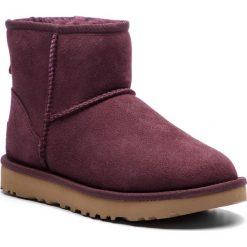 Buty UGG - W Classic Mini II 1016222 W/Port. Szare buty zimowe damskie marki Ugg, z materiału, z okrągłym noskiem. Za 709,00 zł.