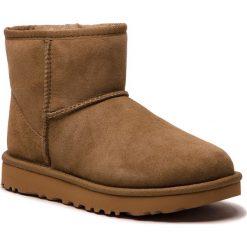 Buty UGG - W Classic Mini II 1016222 W/Alp. Brązowe buty zimowe damskie Ugg, ze skóry, na niskim obcasie. Za 709,00 zł.