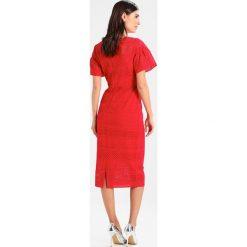 Armani Exchange Sukienka etui bloody mary. Czarne sukienki marki Armani Exchange, l, z materiału, z kapturem. W wyprzedaży za 545,35 zł.