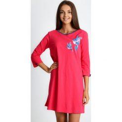 Koralowa piżama koszula nocna w ptaki QUIOSQUE. Pomarańczowe koszule nocne i halki QUIOSQUE, na jesień, l, w kolorowe wzory, z bawełny, z długim rękawem. W wyprzedaży za 79,99 zł.