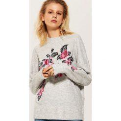 Sweter z kwiatowym haftem - Jasny szar. Szare swetry klasyczne damskie marki House, l. Za 89,99 zł.