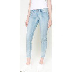 Noisy May - Jeansy. Niebieskie jeansy damskie marki Noisy May, z bawełny, z obniżonym stanem. W wyprzedaży za 69,90 zł.