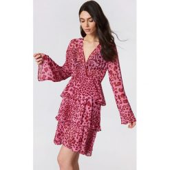 NA-KD Boho Sukienka z długim rękawem - Pink. Niebieskie sukienki boho marki NA-KD Boho, na imprezę, w koronkowe wzory, z koronki, na ramiączkach, mini. Za 202,95 zł.