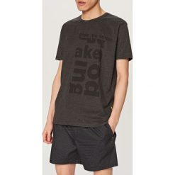 Piżamy męskie: Piżama z t-shirtem i szortami - Szary