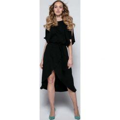 Czarna Sukienka Koktajlowa z Rozciętymi Rękawami. Czarne sukienki asymetryczne marki Molly.pl, na imprezę, s, w paski, z dzianiny, wizytowe, z asymetrycznym kołnierzem. Za 149,90 zł.