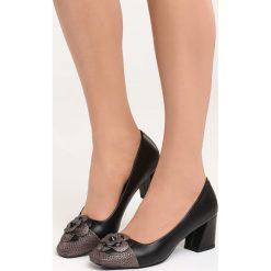 Czarne Czółenka For You and I. Czarne buty ślubne damskie Born2be, ze skóry, na niskim obcasie, na płaskiej podeszwie. Za 59,99 zł.