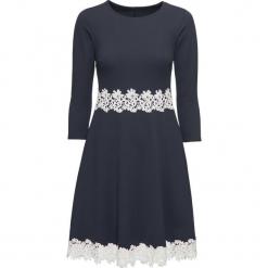 Sukienka z koronką bonprix ciemnoniebieski. Niebieskie sukienki koronkowe marki bonprix, w koronkowe wzory. Za 149,99 zł.