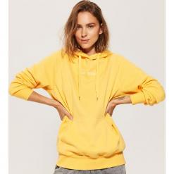 Bluza oversize z kapturem - Żółty. Żółte bluzy z kapturem damskie marki Mohito, l, z dzianiny. Za 89,99 zł.