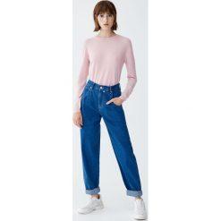 Luźne jeansy z wysokim stanem. Niebieskie boyfriendy damskie Pull&Bear, z jeansu. Za 109,00 zł.