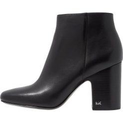 MICHAEL Michael Kors ELAINE Ankle boot black. Czarne botki damskie skórzane marki MICHAEL Michael Kors, przed kolano, na wysokim obcasie. Za 899,00 zł.