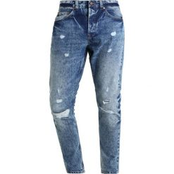 Only & Sons ONSCARROT RIP Jeansy Zwężane light blue denim. Brązowe jeansy męskie marki Only & Sons, l, z poliesteru. Za 209,00 zł.