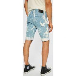 Tommy Jeans - Szorty. Czerwone spodenki jeansowe męskie marki Cropp. W wyprzedaży za 199,90 zł.