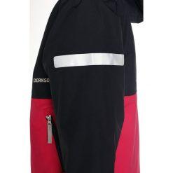Didriksons HÄRJE Kurtka zimowa fuchsia. Czerwone kurtki chłopięce zimowe marki Didriksons, z materiału. W wyprzedaży za 237,30 zł.