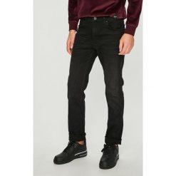 Wrangler - Jeansy Greensboro. Czarne jeansy męskie z dziurami Wrangler. Za 329,90 zł.