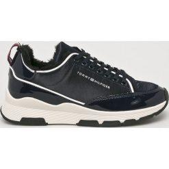 Tommy Hilfiger - Buty. Czarne buty sportowe damskie marki TOMMY HILFIGER, z materiału, z okrągłym noskiem, na obcasie. Za 549,90 zł.