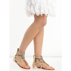 Złote Sandały Comfort. Żółte sandały damskie marki Born2be, z aplikacjami, na niskim obcasie, na płaskiej podeszwie. Za 89,99 zł.