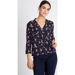 Bluzki damskie: Kopertowa bluzka w kwiaty QUIOSQUE