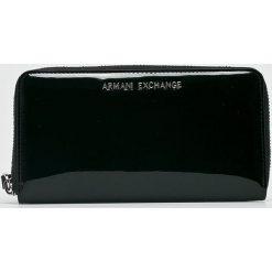 Armani Exchange - Portfel. Czarne portfele damskie marki Armani Exchange, l, z materiału, z kapturem. W wyprzedaży za 399,90 zł.