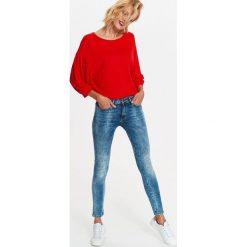 Spodnie damskie: DAMSKIE JEANSY Z PRZETARCIAMI