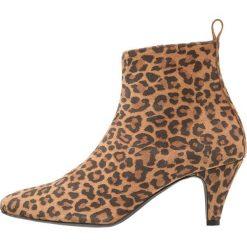 KIOMI Botki brown. Brązowe buty zimowe męskie KIOMI, z materiału. Za 379,00 zł.
