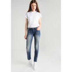 Denham SALLY Jeansy Straight Leg dark blue denim. Niebieskie rurki damskie Denham. W wyprzedaży za 345,95 zł.