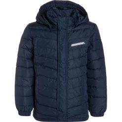 Name it NITSAPLE Kurtka puchowa dress blues. Niebieskie kurtki chłopięce zimowe marki Name it, z materiału. W wyprzedaży za 194,25 zł.