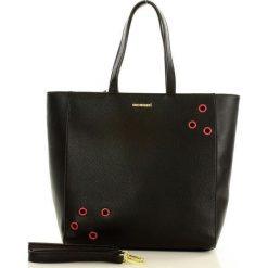 MONNARI Minimalistyczny shopper bag czarny. Czarne shopper bag damskie marki Monnari, w paski, ze skóry, na ramię. Za 179,00 zł.