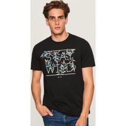 T-shirt STAY WILD - Czarny. Czarne t-shirty męskie Reserved, l. Za 49,99 zł.