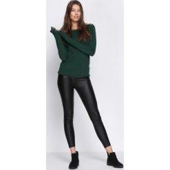 Zielony Sweter Second-Class. Zielone swetry klasyczne damskie Born2be, l, z dekoltem w łódkę. Za 49,99 zł.