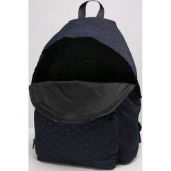 Armani Exchange Plecak blau. Czarne plecaki męskie marki Armani Exchange, l, z materiału, z kapturem. W wyprzedaży za 407,20 zł.