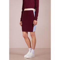 DESIGNERS REMIX CASEY PANEL Spódnica ołówkowa  colourblocked. Białe spódniczki ołówkowe marki DESIGNERS REMIX, z elastanu, polo. Za 649,00 zł.
