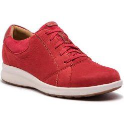 Półbuty CLARKS - Un Adorn Lace 261370254 Red Combi. Czerwone półbuty damskie skórzane marki Clarks, na płaskiej podeszwie. W wyprzedaży za 319,00 zł.