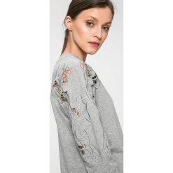 Liu Jo - Bluza. Szare bluzy damskie Liu Jo, l, z haftami, z bawełny, bez kaptura. W wyprzedaży za 399,90 zł.