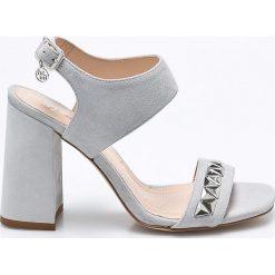 Solo Femme - Sandały. Szare sandały damskie na słupku marki Solo Femme, z materiału. W wyprzedaży za 219,90 zł.