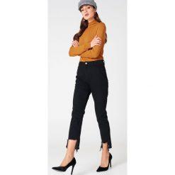 NA-KD Jeansy z rozdarciami - Black. Czarne jeansy damskie NA-KD, z jeansu. Za 202,95 zł.
