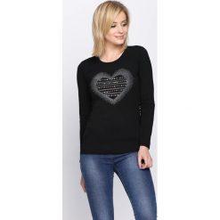 Czarna Bluzka Perception. Czarne bluzki longsleeves marki bonprix, z aplikacjami, z falbankami. Za 34,99 zł.