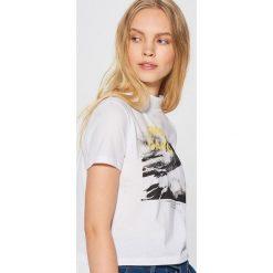 Koszulka z fotonadrukiem - Biały. Białe t-shirty damskie marki Cropp, l. Za 29,99 zł.