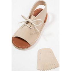 Sandały chłopięce: Young Soles AGNES Sandały parchment
