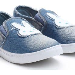 Niebieskie Slip On Rabbit's Carrot. Niebieskie buty sportowe dziewczęce Born2be, z denimu, z okrągłym noskiem. Za 19,99 zł.