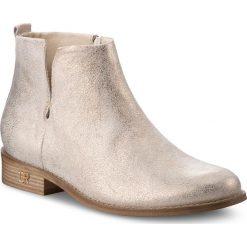 Botki CARINII - B4342 F76-000-000-C97. Żółte buty zimowe damskie marki Kazar, ze skóry, na wysokim obcasie, na obcasie. W wyprzedaży za 239,00 zł.