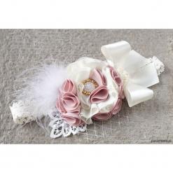 Efektowna opaska do chrztu krem róż na koronce. Czerwone ozdoby do włosów marki Pakamera. Za 119,00 zł.