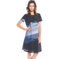 Elegancka sukienka z krótkim rękawem BIALCON. Szare sukienki balowe marki BIALCON, do pracy, z materiału, z krótkim rękawem, mini. W wyprzedaży za 168,00 zł.