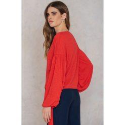NA-KD Boho Sweter z bufiastym rękawem - Red. Niebieskie swetry klasyczne damskie marki NA-KD Boho, na imprezę, w koronkowe wzory, z koronki, boho, na ramiączkach, mini. W wyprzedaży za 48,78 zł.
